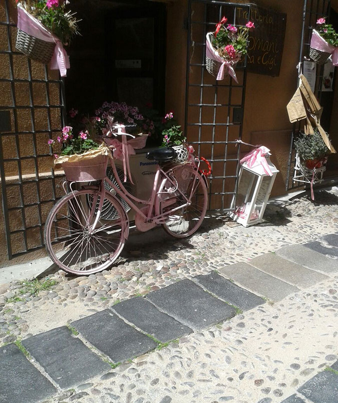 giro italia in alghero pink bike